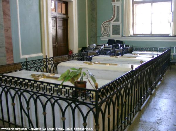 В течение XVIII - первой трети XIX в. Петропавловский собор был местом захоронения, как правило, лишь коронованных...